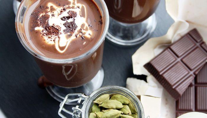 Кофе с кардамоном и шоколадом, фото
