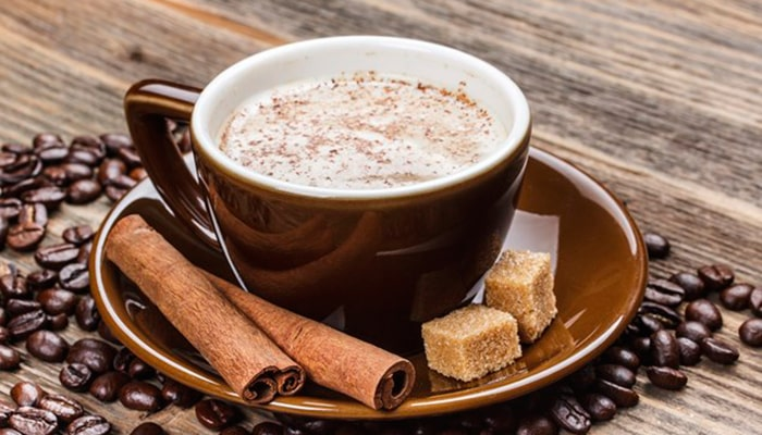 Напиток с кусочками коричневого сахара