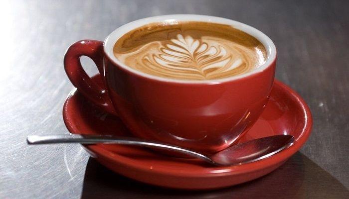 Молоко в кофе, фото