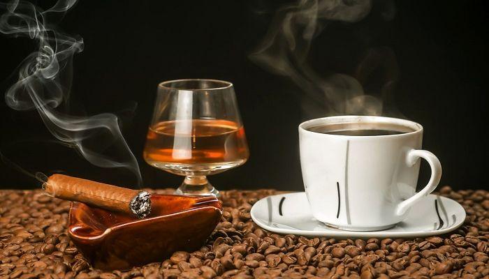 Кофе с коньяком и сигара, фото