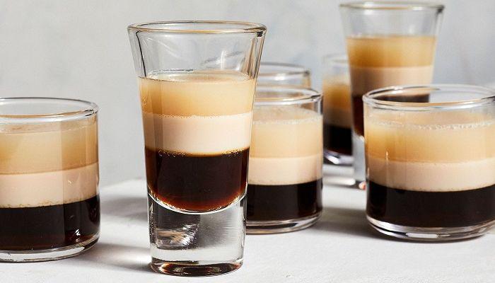 Послойно налитый кофе с ликером, фото