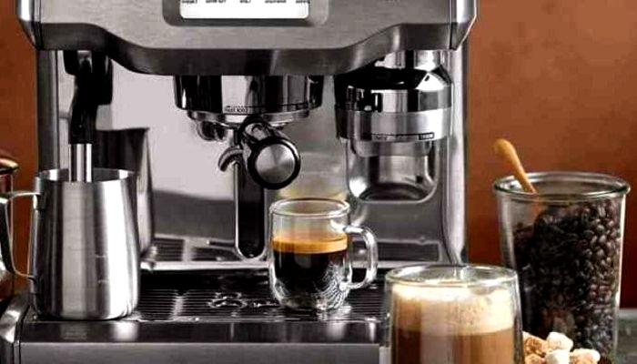 Рожковая кофеварка и кофе, фото