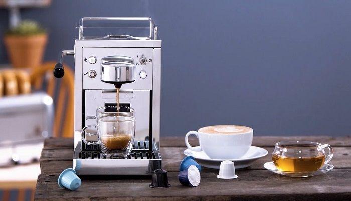 Капсульная кофемашина и капсулы, фото