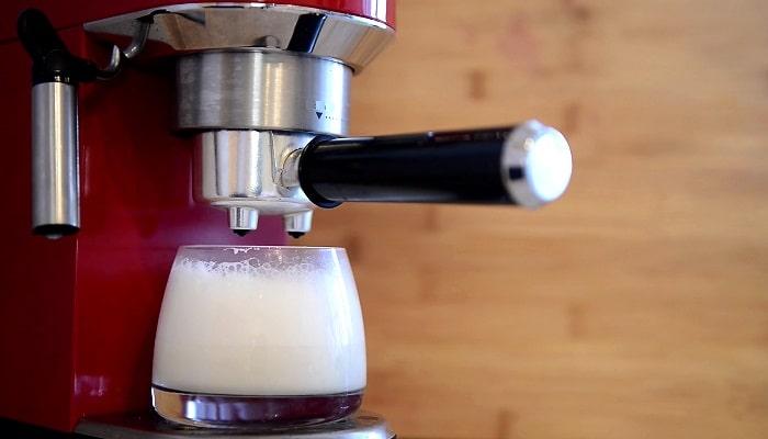 Рожковая кофеварка, с капучинатором, фото