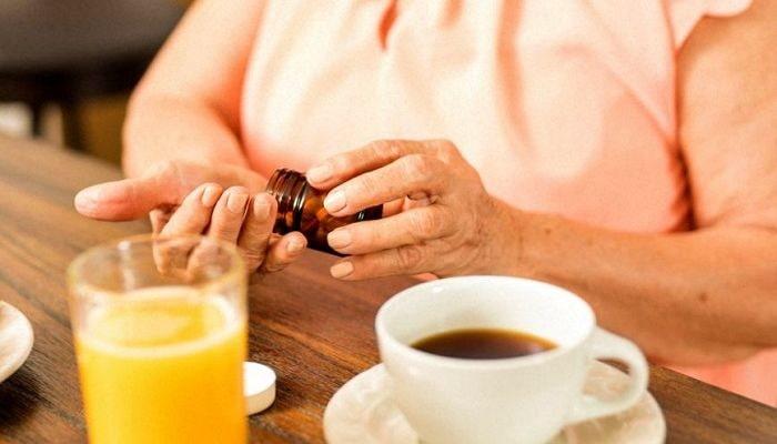 Таблетки и кофе, фото