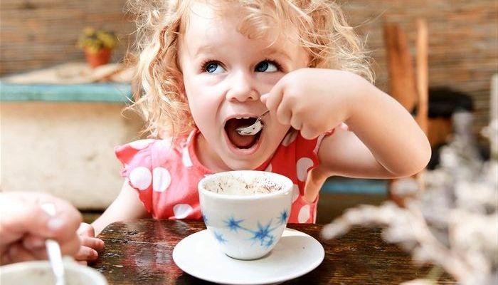 Детям пить кофе запрещено